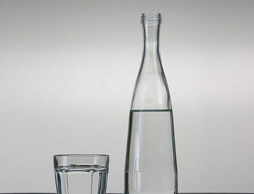 botella y vaso